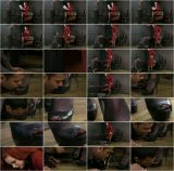 Womanworship.co.uk: Mistress Morrigan - Licking Feet for Mistress [623 MB] - [HD 720p]