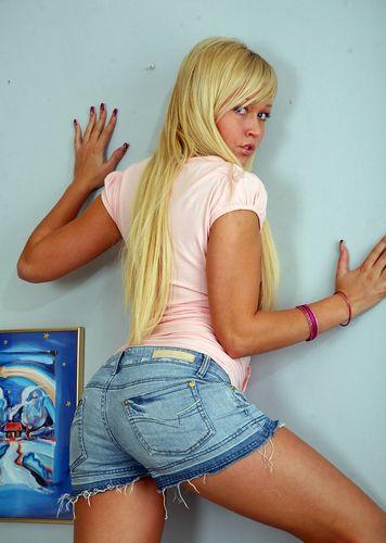 Lana Blond - A View To A Gape (DevilsFilm.com/305 MB)