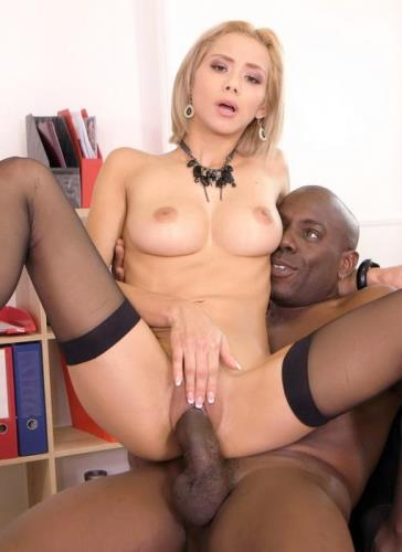Veronica Leal - Petite Secretary Veronica Leal Goes For His Big Black Cock In The Office GP745 (HD)