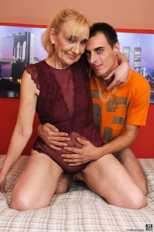 Nanney - Grandmas Creampie (HD)